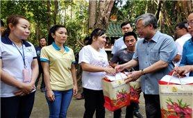 Thường trực Ban Bí thư tặng quà gia đình chính sách, người nghèo ở Đồng Nai