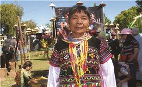 Gặp những phụ nữ căng tai ở Tây Nguyên