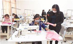 Phụ nữ Việt Nam chung sức phòng, chống dịch