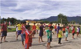 Lớp học bơi miễn phí ở thung lũng A So