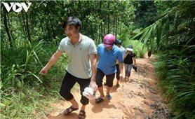 Vùng cao Ba Chẽ: Thầy cô đến vận động, học sinh trốn lên rừng