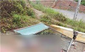 Văn Bàn ( Lào Cai ): Đổ sập cổng trường, 6 học sinh thương vong