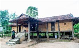 Nhà sàn truyền thống ở làng Kleng