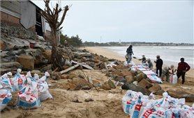 Bão số 9 đã đổ bộ vào đất liền: Quảng Ngãi có 1 người chết do chằng chống nhà ở phòng bão