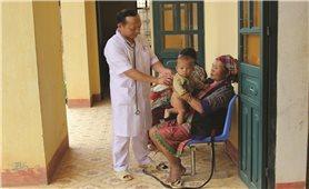 Cẩn trọng với các bệnh khi giao mùa ở trẻ em vùng DTTS