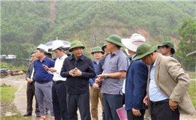 Khảo sát vị trí tái định cư cho người dân bị sạt lở đất ở Quảng Nam