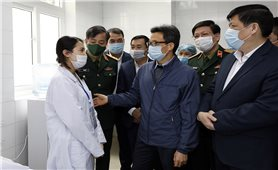 Phó Thủ tướng Vũ Đức Đam nghe báo cáo thử nghiệm vaccine phòng Covid-19
