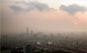 Không khí ở Bắc Bộ bị ô nhiễm, người dân hạn chế hoạt động ngoài trời