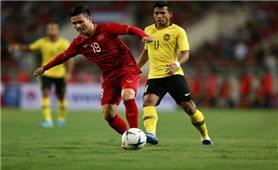 Bóng đá Việt Nam tập trung cho vòng loại World Cup: Cờ đã đến tay thì phải phất...