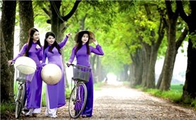 Triển lãm áo dài tím tại Bảo tàng Áo dài Việt Nam