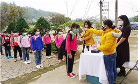 Lào Cai: Thực hiện tốt phòng dịch và bảo đảm sĩ số cho học sinh đến trường
