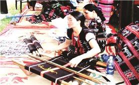 Bảo tồn và phát triển nghề dệt zèng ở A Lưới