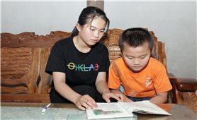 Hai giải Nhất cho cô học sinh vùng biên
