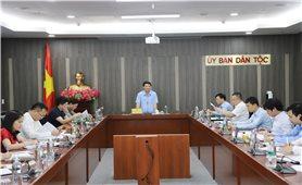 Bộ trưởng, Chủ nhiệm UBDT Hầu A Lềnh làm việc với Văn phòng Ủy ban