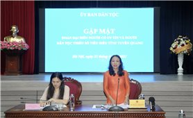 Thứ trưởng, Phó Chủ nhiệm Hoàng Thị Hạnh gặp mặt Đoàn đại biểu Người có uy tín và người DTTS tiêu biểu tỉnh Tuyên Quang