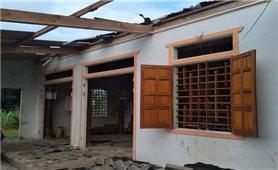 Hàng trăm nhà dân ở Hà Tĩnh bị tốc mái do lốc