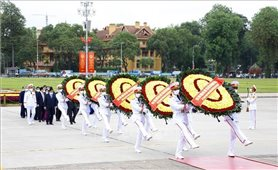 Kỷ niệm Ngày sinh Chủ tịch Hồ Chí Minh: Lãnh đạo Đảng, Nhà nước vào Lăng viếng Bác