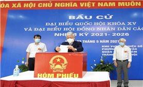 Bí thư Trung ương Đảng, Chủ tịch Ủy ban Trung ương MTTQVN Đỗ Văn Chiến bỏ phiếu bầu cử tại TP. Hà Nội