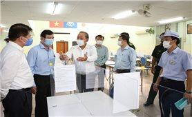 Phó Thủ tướng Thường trực kiểm tra công tác chống dịch COVID-19 tại TP. Hồ Chí Minh