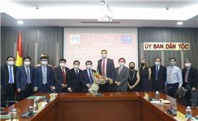 Bộ trưởng, Chủ nhiệm Hầu A Lềnh làm việc với Giám đốc Quốc gia ADB tại Việt Nam