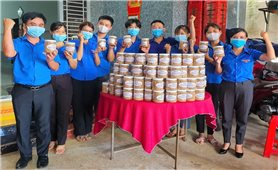 Tuổi trẻ Bình Phước chế biến thực phẩm khô gửi hỗ trợ Bắc Giang
