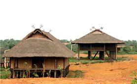 """""""Khau cút"""" trên nóc nhà sàn người Thái"""