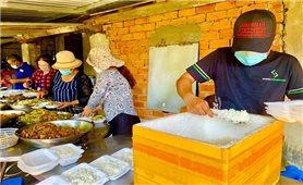 Bếp cơm từ thiện trong đại dịch