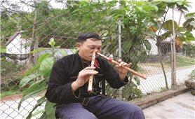 Nghệ nhân Đặng Nho Vượng người có biệt tài thổi sáo bằng mũi