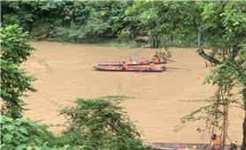 Lào Cai: Tập trung lực lượng tìm kiếm nạn nhân dân tộc Mông mất tích do lật thuyền