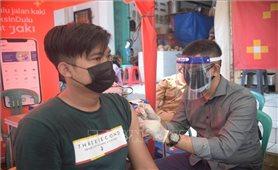 WHO kêu gọi các nước tạm ngừng tiêm liều vaccine thứ 3