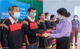 Đắk Lắk: Cấp trang phục truyền thống cho nghệ nhân DTTS huyện Lắk và Krông Bông