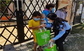 Các địa phương tặng quà Tết Trung thu cho trẻ em khó khăn