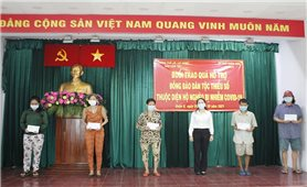 Ban Dân tộc TP. Hồ Chí Minh trao quà hỗ trợ đồng bào DTTS thuộc diện hộ nghèo bị nhiễm Covid-19