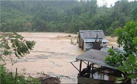 Quảng Nam: Mưa lớn, sạt lở, cô lập nhiều xã vùng cao