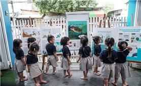 Cô gái vẽ tranh để kêu gọi bảo vệ động vật hoang dã