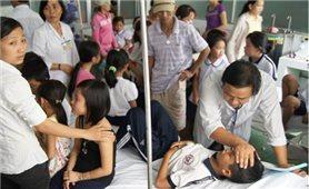 Được người lạ phát sữa, 51 học sinh ngộ độc phải cấp cứu