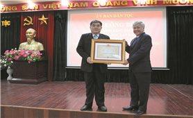 Thứ trưởng, Phó Chủ nhiệm Ủy ban Dân tộc Hà Hùng nhận Huân chương Độc lập hạng Nhì và Quyết định nghỉ hưu