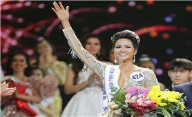Chê Hoa hậu Hoàn vũ Việt Nam như thế gọi là…vạ chữ!