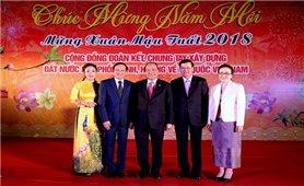 Thủ tướng Nguyễn Xuân Phúc và Thủ tướng Lào vui Tết cộng đồng