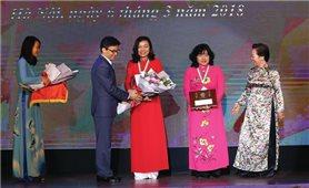 Phó Thủ tướng trò chuyện với các nhà khoa học nữ tương lai