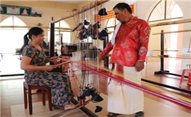 Ninh Thuận khôi phục và bảo tồn hoa văn cổ trên thổ cẩm Chăm