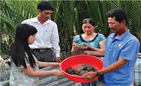 Cán bộ gần dân để giúp dân giảm nghèo