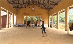Nhiều khu chợ ở Văn Bàn phải chuyển đổi công năng