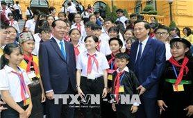 Chủ tịch nước gặp các trẻ em có hoàn cảnh đặc biệt