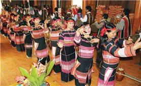 Giữ gìn văn hóa truyền thống bằng tấm lòng nhiệt huyết