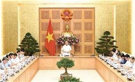 Thủ tướng Chính phủ Nguyễn Xuân Phúc: Huy động mọi nguồn lực để hỗ trợ nhà ở cho đồng bào vùng lũ