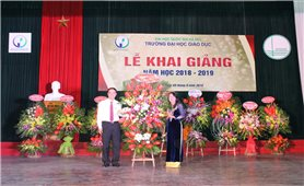 Thứ trưởng, Phó Chủ nhiệm UBDT Hoàng Thị Hạnh dự Lễ khai giảng năm học mới Trường Đại học Giáo dục (ĐHQGHN)
