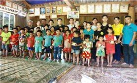 Mang Trung thu đến cho trẻ em vùng lũ