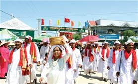 Đặc sắc lễ rước y trang Pô Inư Nưgar