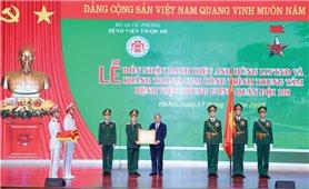 Thủ tướng Nguyễn Xuân Phúc trao danh hiệu Anh hùng lực lượng vũ trang nhân dân thời kỳ chống Pháp cho Bệnh viện Trung ương Quân đội 108.